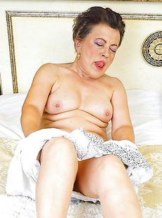 Horny mature lady playing with her pussy