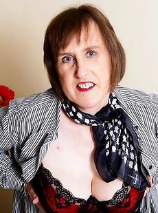 Hairy British mama playing with herself