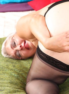 Naughty mature slut getting herself all riled up