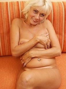 mature babe playing with herself