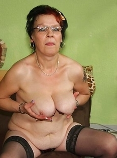 european mature slut playing with her wet pussy