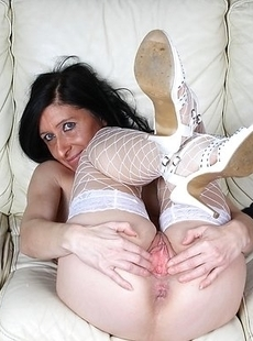 Kinky matue slut playing with her wet pussy