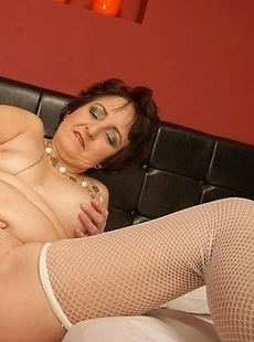Horny mature slut playing by herself