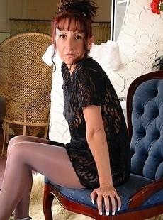 Naughty housewife Heidi loves teasing us