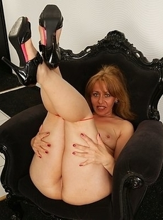 Naughty housewife showing off her rocking body