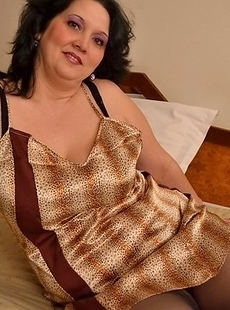 mature sex toy playing with her pussy