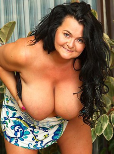 Big breasted mama showing off her big knockers
