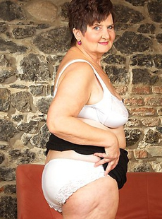 This big mature lady loves to get dirty when shes alone
