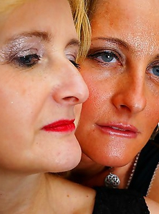 These naughty housewives love to have great lesbian sex