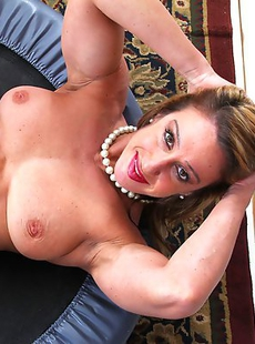Muscular American housewife showing us what shes got